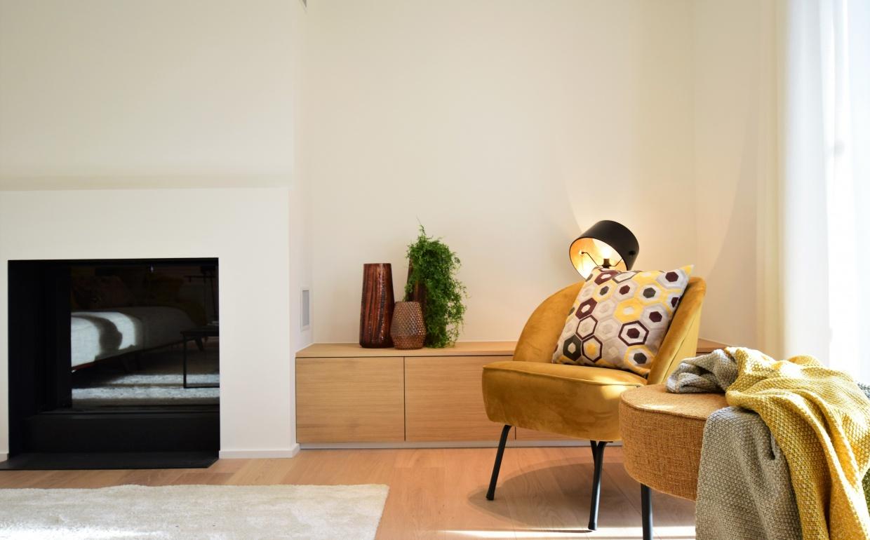 droomvilla, luxevastgoed, oker in interieur, stijlvolle fauteuils, designhaarden, interieurdesigner brugge