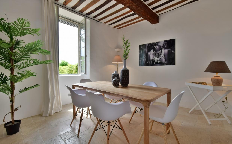 design stoelen, albert kuip, dsw wit, storm tafel zuiver, provence, vastgoedstyling, verkoopsstyling, propertystyling