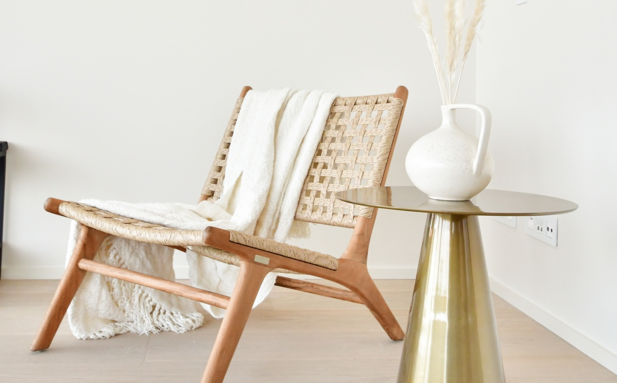 stylish interior, lounge chair, gold accents , propertystyling, homestaging, verkoopsstyling